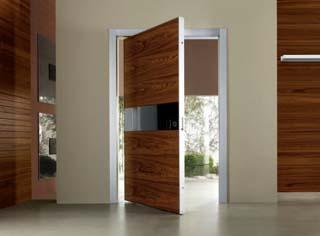 Куда должна открываться входная дверь